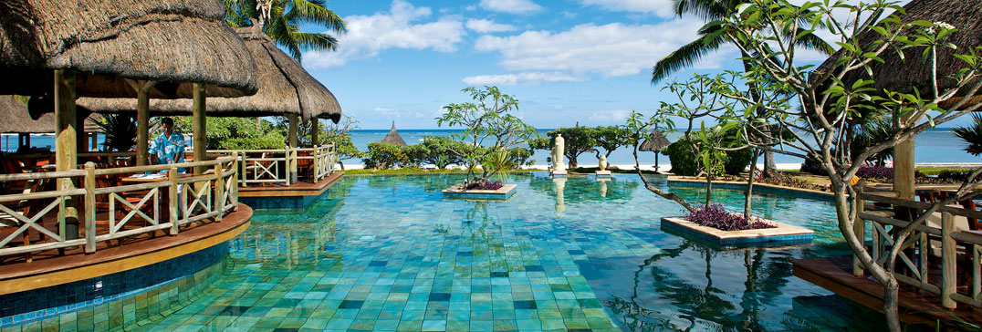 Swimming pool and bar in Mauritius