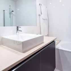 Modern bathroom at Baia da Luz apartment