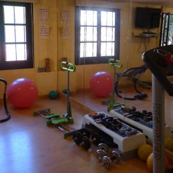 Tennis Club, Gym