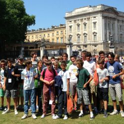 Tennis players outside Buckingham Palace