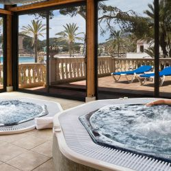 Jacuzzi with a view, Villamil Hotel